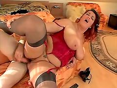 Milf fucks and screams w pleasure