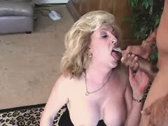 Lady fucks n gets cumshot in mouth